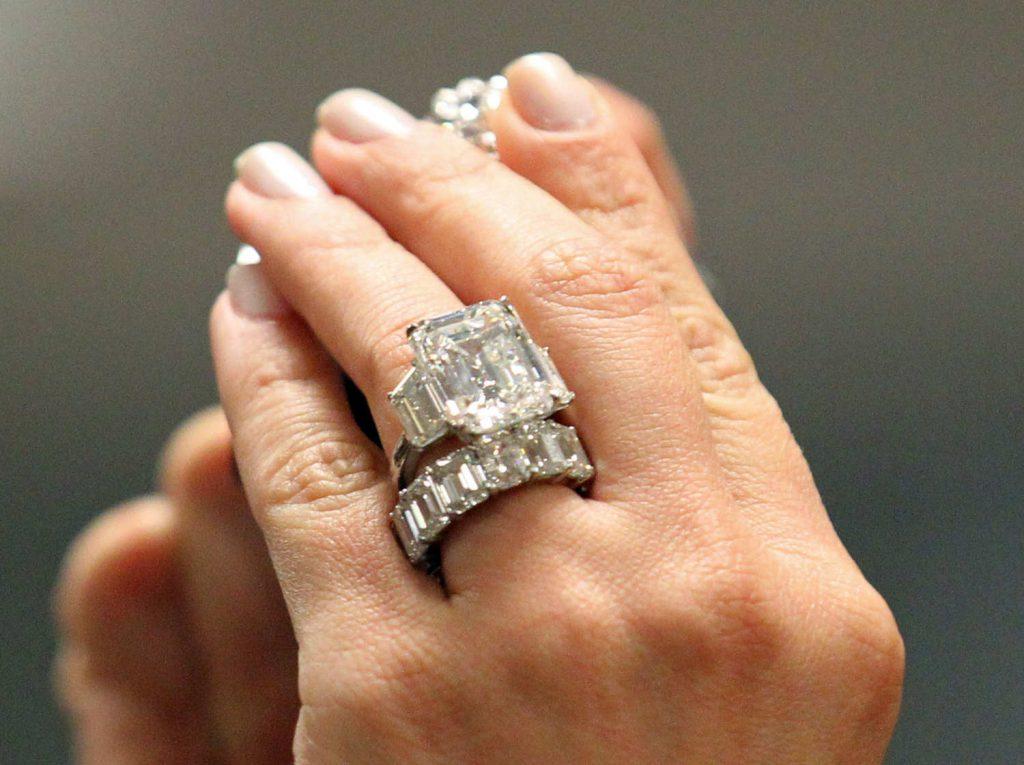 12-kim-kardashian-engagement-ring_w750_h560_2x