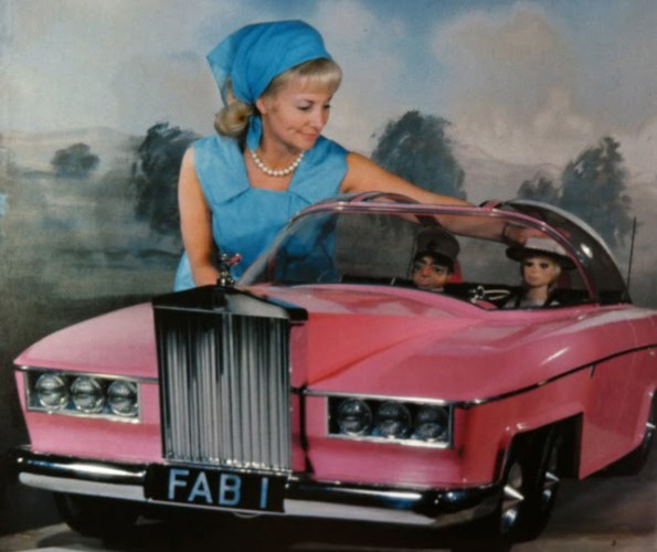 Sylvia with Lady Penelope, Parker and FAB1